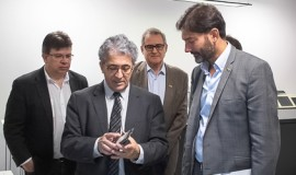 o embaixador do Reino Unido no Brasil, Vijay Rangarajan, em visita à CERTI.