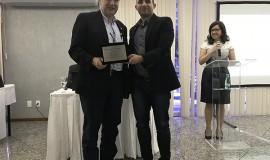Elso Alberti Junior, Conselheiro Fiscal 2016-2017, recebe homenagem de Bruno Alencar, eleito para o cargo na nova diretoria.