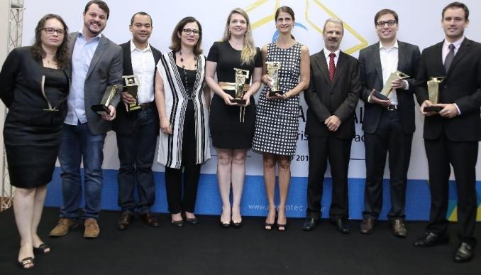 OS VENCEDORES <font size='3' style='font-weight:400 !important; font-family:Arial !important;'><br /><i> Conheça as empresas, os ambientes de inovação e o projeto que conquistaram o Prêmio Nacional de Empreendedorismo Inovador 2015.